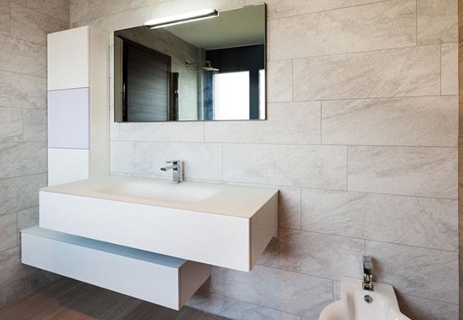 Kolomkast Badkamer Hout : Welke soorten badkamerkasten kiezen: tips & advies